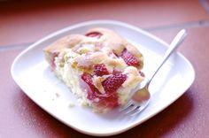 sehr einfacher Rhababer-Erdbeer-Rührkuchen