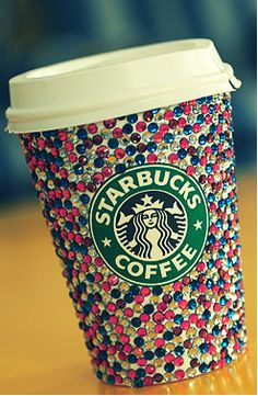 If you don't throw away your Starbucks cup, refills are only 50 cents. I now present bedazzled starbucks cup Starbucks Coffee, Copo Starbucks, Starbucks Drinks, Starbucks Tumbler, Starbucks Recipes, Starbucks Crafts, Starbucks Gold, Starbucks Pumpkin, Coffee Recipes