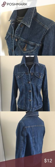Posh Perfect 👌 layering piece for Spring! Size M Jazzing for Blue Jean in the classic blue denim top from Sigrid Olsen. Poshmark perfect 👌 over a tank or under a jacket a must have for travel or the quick changing weather of Spring!! Sigrid Olsen Tops Button Down Shirts