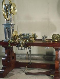 The Merklein Rose Engine Lathe, made in 1780 for King Louis XVI. Now located in the Musée des Arts et Métiers, Paris France. jS