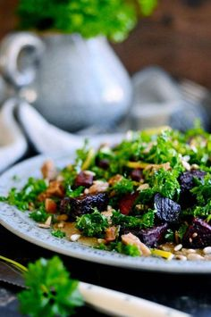 Kale salad with beets. Kale salad with beets figs lemon and a very special extra creamy ingredient! Great Salad Recipes, Healthy Salad Recipes, Vegan Recipes, Baked Beetroot, Nordic Diet, Nordic Kitchen, Beet Salad, Vegetarian Paleo, Light Recipes