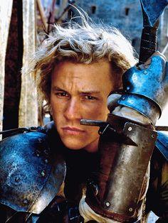 """Mit der Hauptrolle in """"Ritter aus Leidenschaft"""" kam für Heath Ledger der Durchbruch. Der Film, in dem er den schönen Ritter Sir Ulrich von Liechtenstein bzw. William Thatcher verkörpert, wurde 2001 in Prag gedreht."""