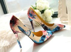 high heels with flowers-adorable!