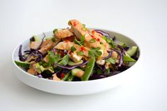 Kyllingsalat med spicy peanøttsaus