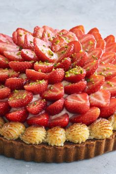 jordbærtærte Cookie Desserts, Just Desserts, Cake Recipes, Dessert Recipes, Decadent Cakes, Danish Food, Beautiful Desserts, Sweet Cakes, Fabulous Foods