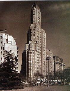El Kavanagh, el primer rascacielos que se levantó en Sud América con estructura de hormigón y aire acondicionado. Construído en 1936