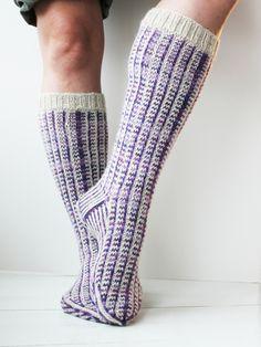 Free knit patterns - Fair Isle Socks Novita Nalle and Novita Nalle Taika Wool Socks, Knitting Socks, Free Knitting, Easy Knitting Patterns, Lace Patterns, Fair Isle Pattern, Knitting Videos, Knit Crochet, Tiny Puppies