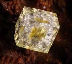Natropharmacoalumite Mina María Josefa, Rodalquilar, Níjar, Almería, Andalusia, Spain Taille=0.7 mm