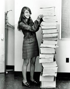 Le logiciel de Margaret Hamilton, ici imprimé, permit de gérer les tâches par priorité, ce qui évita un incident au moment de l'alunissage.