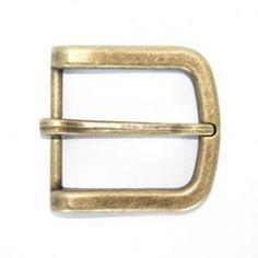 Umjubelt Gürtelschnalle - Halbschließe old brass  Mehr erfahren:  http://birtekaiser-mode.de/de/marken/umjubelt/schnallen/all-you-need/77/umjubelt-guertelschnalle-halbschliesse-old-brass?c=3