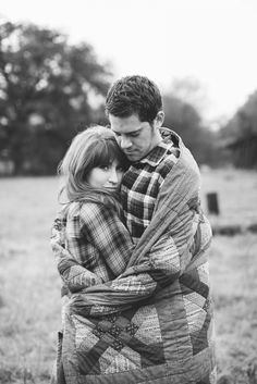 Engagement photos with a blanket » allisonjeanphoto