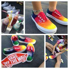 DIY Tie Dye Vans - was ich diesen Sommer mache :) # MensT-Shirts How To Dye Shoes, How To Tie Dye, Diy Tie Dye Vans, Basket Espadrille, Batik Shirt, Ty Dye, Tie Dye Party, Tie Dye Crafts, Diy Vetement