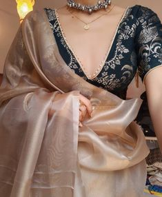 Indian Fashion Dresses, Dress Indian Style, Indian Designer Outfits, Indian Outfits, Indian Clothes, Trendy Sarees, Stylish Sarees, Stylish Gown, Indian Attire