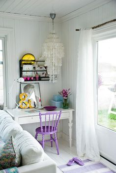 this makes me want to repaint my wooden chairs lilac...