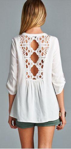 Blusa branca com renda, detalhe charmoso nas costas!