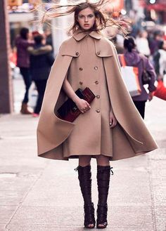 Get Warm and Chic with These 13 Ideas of Winter Coat for Women - Coats are just a winter thingy, but finding a chic, warm coat for the festive season is not a no-brainer. You need to check out these ideas of winter coat for women to get inspired. Look Fashion, Winter Fashion, Womens Fashion, Fashion Cape, Fashion 2018, Cape Outfit, Poncho Style, Mantel Outfit, Mode Mantel