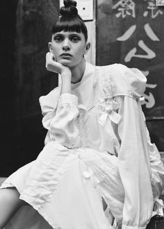 Comme des Garcons Ester Broad Dress With Ribbons (Off White) Monochrome Fashion, White Fashion, Urban Fashion, Fashion Art, Girl Fashion, Fashion Show, Fashion Design, Conceptual Fashion, Rei Kawakubo