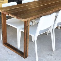 DIY Simple Outdoor Dining Table made from reclaimed wood. Deck Table, Diy Dining Table, Wood Table, Outdoor Dining, Patio Dining, Outdoor Spaces, Murphy Table, Outdoor Deck Decorating, Murphy Bed Plans