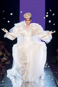 Around a monumental wedding cake, Love Is Love features Jean Paul Gaultier's most beautiful bridal creations. Their daring lines and exquisite artistry bear witness to the eccentricity of this icon…