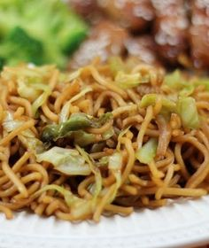 Homemade Panda Express Chow Mein 23 Copycat Recipes For Your Favorite Fast Foods Pumpkin Spice Latte, Pasta Dishes, Food Dishes, Side Dishes, Panda Express Chow Mein, Food For Thought, Panda Express Recipes, Jai Faim, Feta