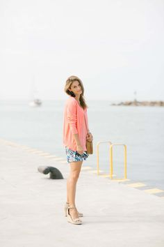 Easy summer look with patterned shorts, coral cami, and coral cardigan with tassel earrings and straw bag; sparkleshinylove colourful summer look Coral Cardigan, Fresh Shoes, Fashion Group, Trendy Clothes For Women, Tassel Earrings, Summer Looks, Fashion Bloggers, Patterned Shorts, Straw Bag