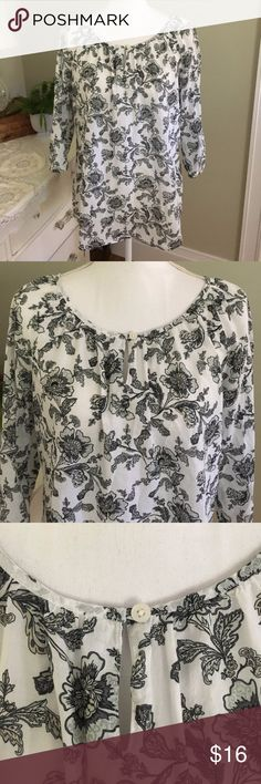 """Croft & Barrow Black and White Floral Peasant Top This feminine, yet sophisticated top from Croft & Barrow features black and white flowers, button keyhole detail at the neck and 3/4 sleeves. Size: Medium. Chest: 22"""". Length: 26.5"""". #0005 croft & barrow Tops Blouses"""
