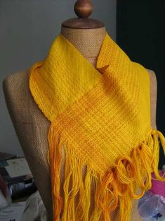 Kerstins extras: But how did. - This explanation is for a floor loom, but it was inspired by a rigid-heddle project. Loom Weaving, Hand Weaving, Weaving Projects, Diy Projects, Braids With Weave, Cowl Scarf, Yarn Crafts, Textile Design, Textiles