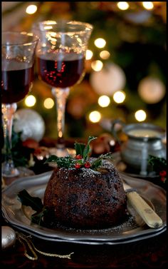 Are you looking for some easy Christmas pudding recipes to try this year? I have a collection of the best traditional English pudding recipes. Christmas Entertaining, Christmas Cooking, Christmas Deserts, Christmas Treats, Elegant Christmas Desserts, Holiday Desserts, Traditional Christmas Pudding Recipe, Traditional Christmas Food, English Christmas Pudding