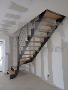 Escalier quart tournant bas, limons demi crémaillère acier brossé vernis, marches hêtre, garde corps lisses rondes