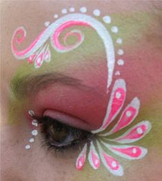 Simple face painting designs are not hard. Many people think that in order to have a great face painting creation, they have to use complex designs, rather then Face Painting Tips, Face Painting For Boys, Simple Face Painting, Face Paintings, Tinta Facial, Maquillage Halloween Simple, Christmas Face Painting, Cheek Art, Face Design