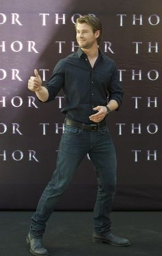 Chris Hemsworth - Thor - The Avengers Cast Charles Michael Davis, Hemsworth Brothers, Chris Hemsworth Thor, Avengers Cast, Blonde Guys, Mens Fashion, Fashion Outfits, Celebrity Crush, Sexy Men