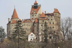 Die Törzburg (Foto © Norbert Eisner) Cathedral, Mansions, House Styles, Building, Travel, Home Decor, Viajes, Decoration Home, Room Decor