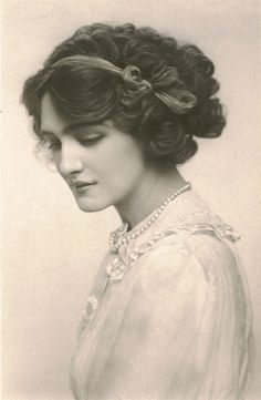 Lily Elsie was a popular English actress during the Edwardian era. Due to her beauty and charm, she became one of the most photographed women during that Era.