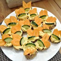 Recept : Sýrovo-mrkvová pomazánka | ReceptyOnLine.cz - kuchařka, recepty a inspirace Cantaloupe, Zucchini, Vegetables, Fruit, Food, Essen, Vegetable Recipes, Meals, Yemek