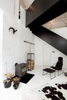 Minimalist Black And White Barn Renovation - A Interior Design Cabinet D Architecture, Interior Architecture, Interior And Exterior, Sweet Home, Appartement Design, Barn Renovation, Wooden Barn, Black And White Interior, Black White