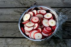 Hur mycket jag än gör kan det aldrig bli nog Kollegan, som har några äppelträd i sin trädgård, måste ha gjort något rätt i år eftersom grenarn Apple Recipes, Vegan Recipes, Cocktails, Drinks, Edible Garden, Lemonade, Seafood, Food And Drink, Yummy Food