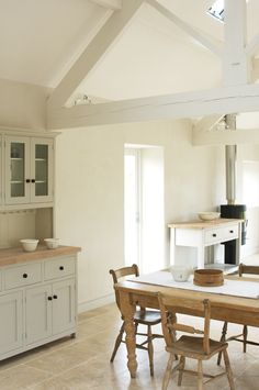 The Ashbourne Shaker Kitchen by deVOL - A beautifully renovated barn in the Peak District is the setting for this Shaker kitchen. Open Plan Kitchen, Country Kitchen, New Kitchen, Kitchen Dining, Kitchen Tiles, Devol Kitchens, Home Kitchens, Shaker Kitchen, Beautiful Kitchens