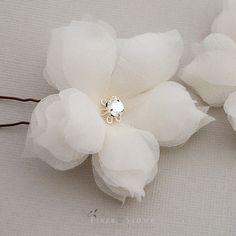 Organza Flowers, Wedding Hair Flowers, Paper Flowers Diy, Faux Flowers, Handmade Flowers, Flower Crafts, Flowers In Hair, Fabric Flowers, Fabric Flower Tutorial