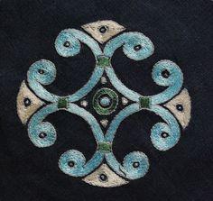 Embroidery - motive from a Scandinavian pendant, 9-10 cent. - Othala Craft: