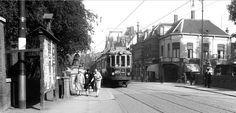 Rijnsburgerbrug met zicht op het kruispunt Morssingel-Stationsweg-Rijnsburgersingel. In het witte hoekpand is thans (en al sedert geruime tijd) Café 'De Bruine Boon' gevestigd.