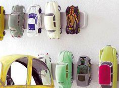 Word jij af en toe ook lichtelijk neurotisch van teveel speelgoed rommel in huis?Met een breed assortiment, met name roze gekleurd, kunnen Reva en Lucy met gemak hun eigen speelgoedwinkeltje beginnen. Zodra de meiden op bed liggen vlieg ik als een razende opruimprinses door het huis omde hele collectiespeeltjes en frutseltjes uit alle hoeken van …