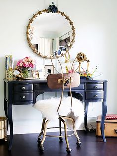 Designed byEmily Current and Meritt Elliott,Jessica Alba's daughter's roomfeatures standout pieces from the designers' PBteen collection. Gilded accessories and whimsical...