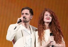 """Norwegen - Mørland & Debrah Scarlett mit """"A Monster Like Me"""" (KURIER/Franz Gruber) Mehr Bilder vom #ESC Finale finden Sie auf http://kurier.at/songcontest."""