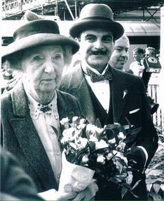 Miss Marple meets Hercule Poirot - Joan Hickson and David Suchet. Hercule Poirot, Agatha Christie's Poirot, Miss Marple, British Actresses, Actors & Actresses, Agatha Christie's Marple, David Suchet, Tv Detectives, Cozy Mysteries