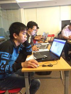 Học viên đào tạo seo k44 đang chăn chỉ thực hành http://inet.edu.vn/khoa-hoc/2/search-engine-marketing-seo.html