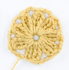How to Make an African Flower | crochet today