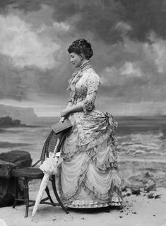 Photo of Hélène Standish by Nadar: 1882, she was the mistress of King George V and had free reign at the castle of Hauteville.