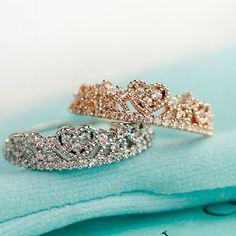 Rhodium Plated Luxury Glistening Heart Crown Full Rhinestone Pave Ring 061778J