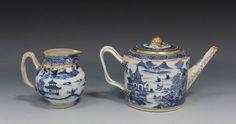 Tea pot e leiteira em porcelana Chinesa de Cia das Indias do sec.18th, Periodo Qianlong, 22,5cm de altura, 5,040 USD / 4,550 EUROS / 15,950 REAIS / 33,595 CHINESE YUAN