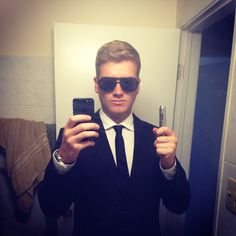 Pin for Later: 40+ Easy Halloween Costumes For Lazy Partygoers Men in Black This costume is great for guys who have a black suit and some dark sunglasses.